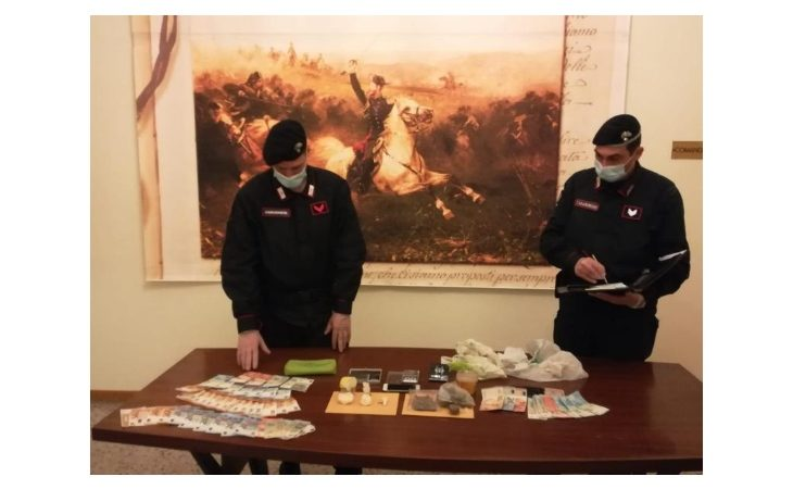 Fermato per un controllo gli trovano addosso cocaina e marijuana, arrestato 47enne