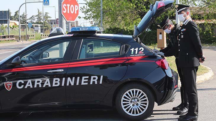 Coronavirus, i carabinieri intervengono al supermercato: un 38enne e una 76enne rifiutano di mettere la mascherina