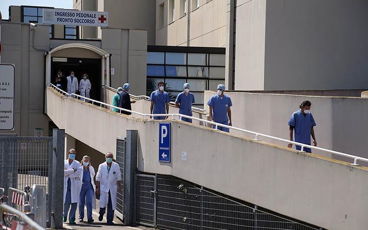 Coronavirus, incentivi in busta paga a maggio per il personale dell'Ausl di Imola impegnato nell'emergenza