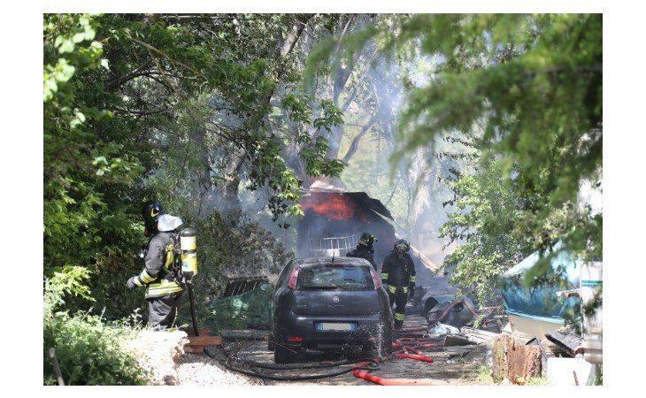 Incendio a Borgo Tossignano, abitazione distrutta dalle fiamme