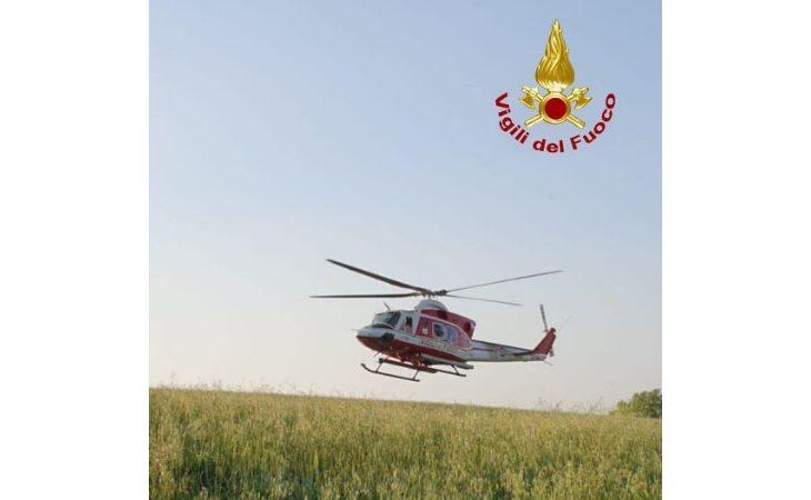 Donna dispersa sulle colline recuperata dall'elicottero dei vigili del fuoco