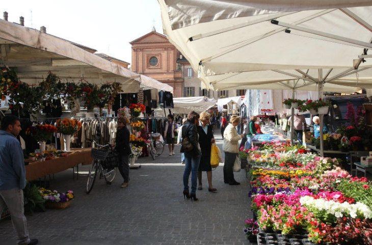 Da domani torna il mercato ambulante nel centro storico di Imola