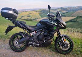 Circoli virtuosi anticrisi fra aziende e gruppi di motociclisti: il caso Mupo-Kawalieri di Akashi-Kawasaki Versys 650 Italia