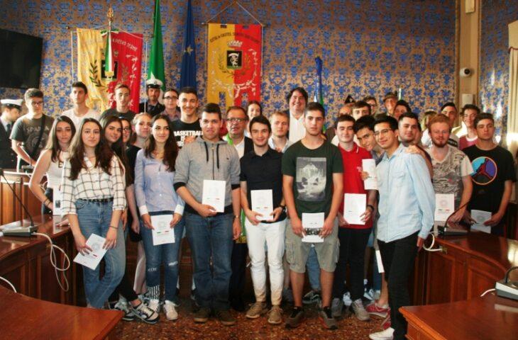 Festa della Repubblica, Castel San Pietro non rinuncia alla consegna della Costituzione ai 18enni