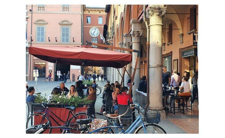 Coronavirus, soddisfatti i gestori di bar a Imola, Castello e Medicina: «Clienti rispettosi delle regole»