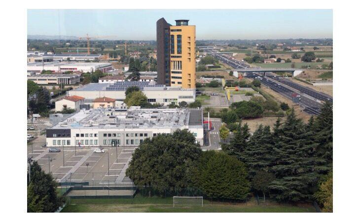 Mercatone Uno senza torre, chiuso il centro direzionale in via Molino Rosso