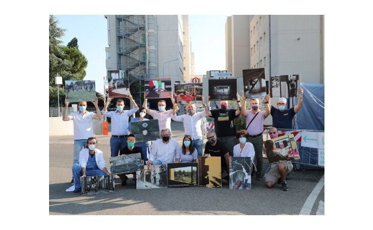 Consegnati all'Ausl di Imola i pannelli fotografici con le immagini vincitrici del concorso #iorestoacasa di Marco Isola