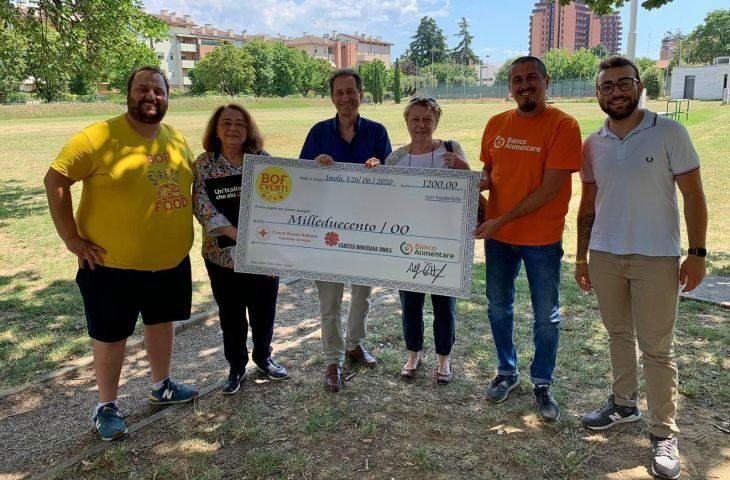 L'associazione Bof dona quattro tonnellate di beni a No sprechi e 1.200 euro a Cri, Caritas e Banco alimentare