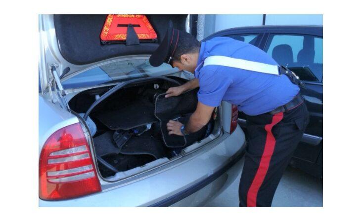 Sorpreso con 16 kg di hashish nel bagagliaio dell'auto, 38enne arrestato