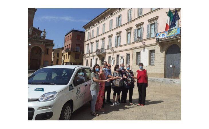 Il Centro sociale di Molino Nuovo ha donato una Fiat Panda all'Ant in memoria di Walter Cerè