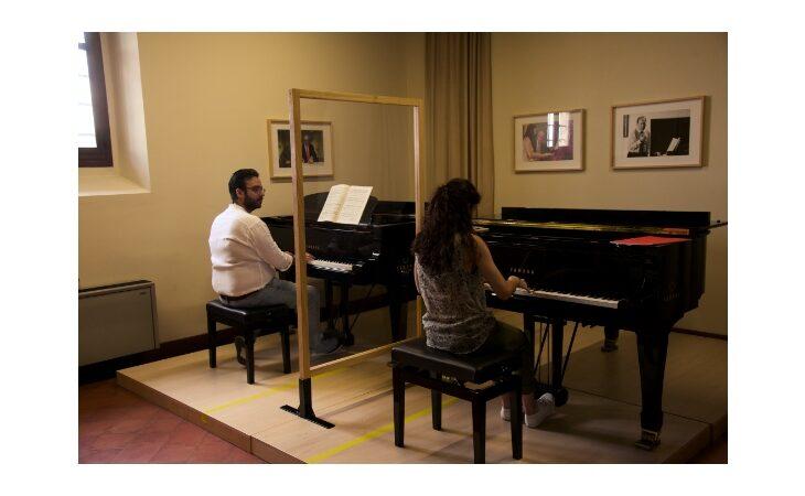 L'Accademia pianistica di Imola ha riaperto in sicurezza con le lezioni di strumento in presenza