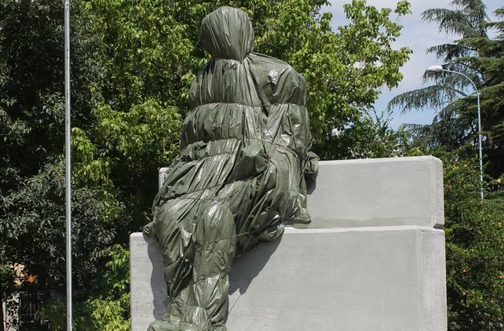 Posizionata (coperta) la statua del Generale Anders che liberò Imola. Presentazione a ottobre