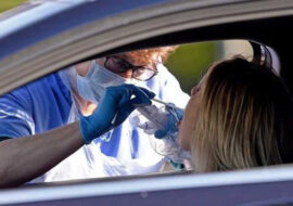 """Coronavirus, situazione stabile a Imola, 44 nuovi casi in regione. Positivi al rientro da Croazia e Grecia, Donini: """"Prudenza in viaggio e al rientro'"""