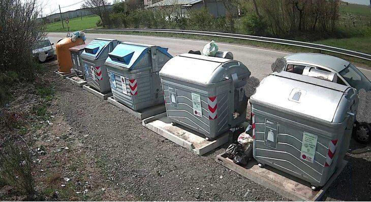 Oltre 200 abbandoni di rifiuti beccati a Medicina dalle telecamere posizionate nelle isole ecologiche di base
