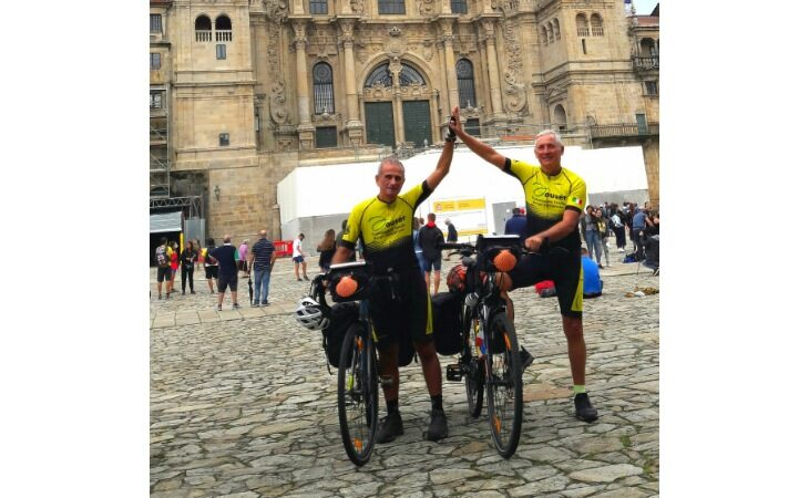 Pedalando da Borgo a Santiago, dopo 54 giorni missione compiuta per i volontari dell'Auser Roberto Albertazzi e Bruno Fabbri