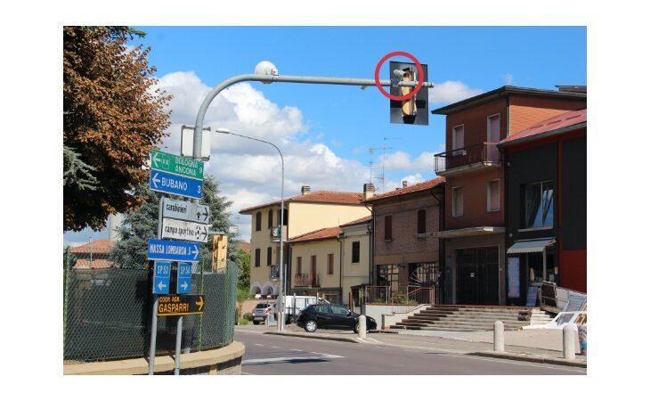 A Mordano telecamere leggi-targa in funzione al semaforo
