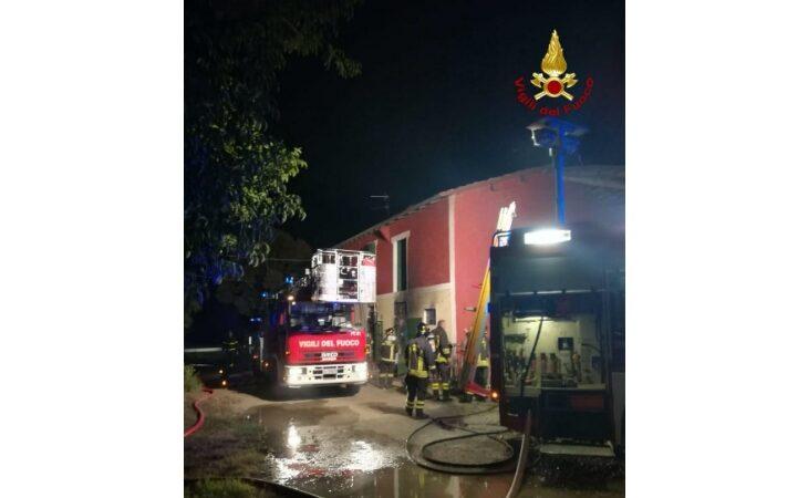 Incendio in un'abitazione a Castel Guelfo, quattro persone in salvo