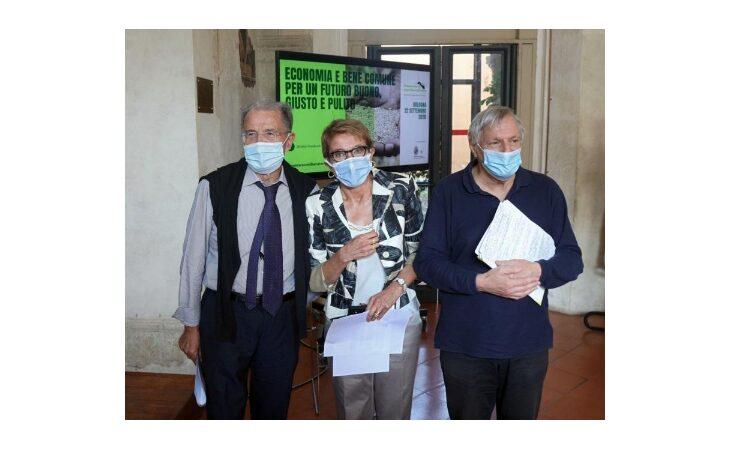 Assemblea Cooperare con Libera Terra, Romano Prodi e Don Luigi Ciotti parlano di economia e bene comune