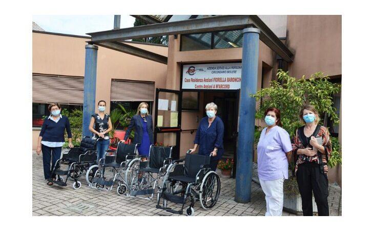 Anp e Donne in Campo di Cia Imola donano sedie a rotelle alla residenza per anziani «Fiorella Baroncini»
