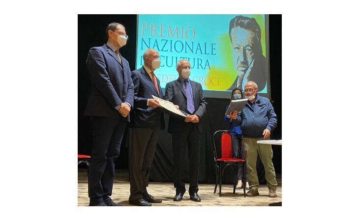 Il presidente Abi Antonio Patuelli riceve il «Premio Accademia d'Abruzzo per la Divulgazione Scientifica 2020»