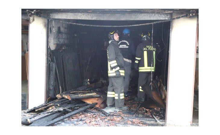 Esplosione in via Verità, garage distrutto dalle fiamme