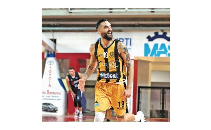 L'addio al basket di Andrea Spampinato: «Per il Covid non mi fido di croci su un documento»