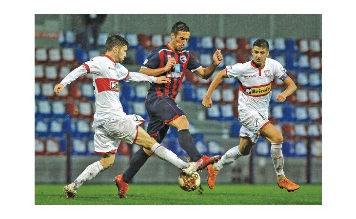 Calcio serie C, mister Cevoli prima di Fano-Imolese: «Impegno, pazienza e nervi saldi»