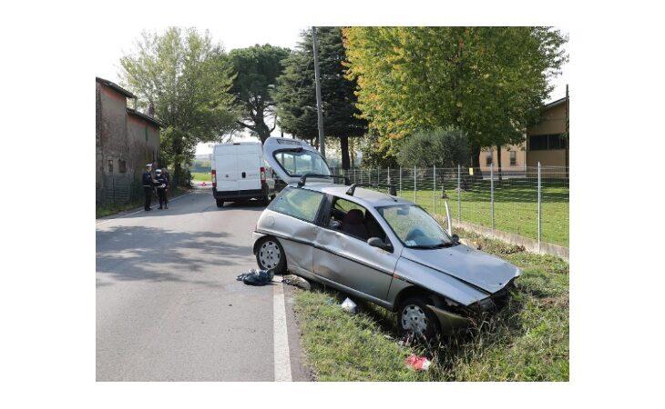 Auto si scontra contro un furgone in via Ortignola, 91enne perde la vita