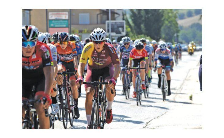 Ciclismo, l'imolese Matteo Montefiori passa Under 23 e va da Coppolillo