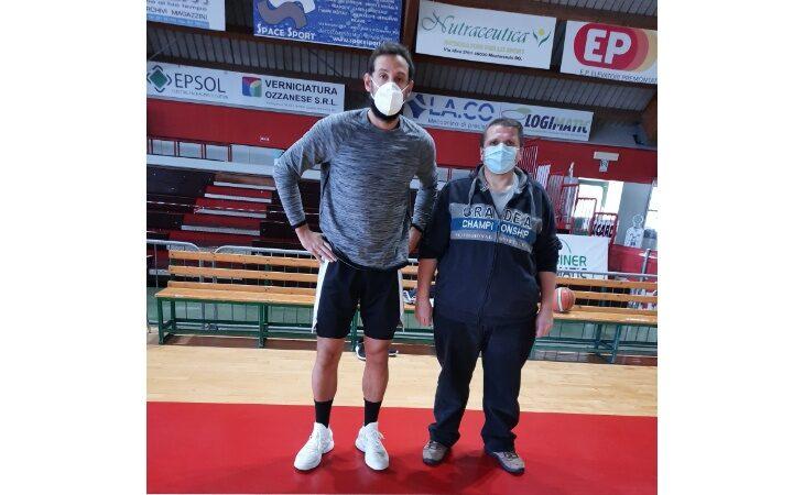 Il campione Nba Marco Belinelli torna ad allenarsi ad Ozzano. Il sindaco Lelli: «Ragazzo umile ed esempio per i giovani»