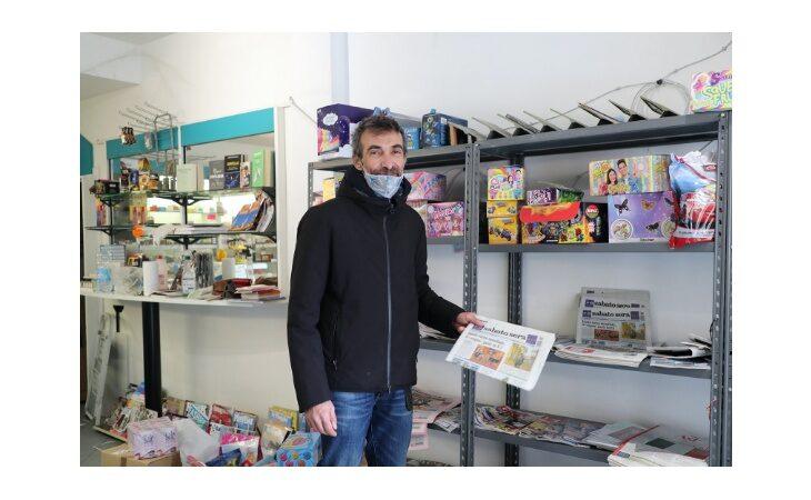«Un salto in edicola» e la scelta di Marco Gulmanelli del negozio in via Selice a Imola