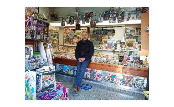 «Un salto in edicola», il titolare del chiosco di viale Marconi Wainer Poletti e le passioni per Zoff e Maradona