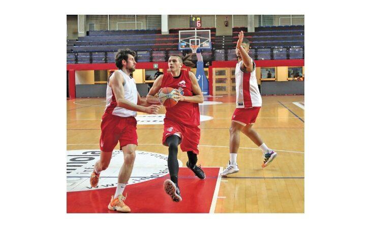 Basket serie B, il derby è dell'Andrea Costa. Primo successo per la Sinermatic Ozzano