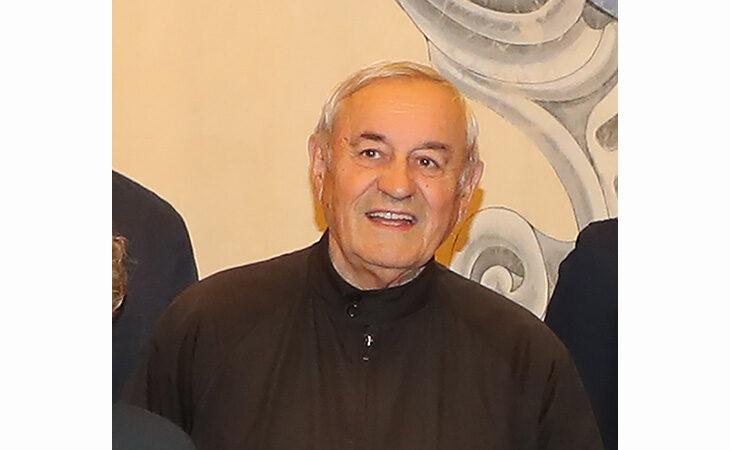 L'ultimo saluto a don Gigino, il parroco che credeva nella solidarietà e promosse il Comitato Sao Bernardo