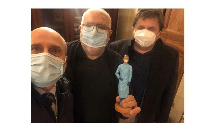 Donata al vescovo di Imola monsignor Mosciatti la statuina dell'infermiera anti-Covid