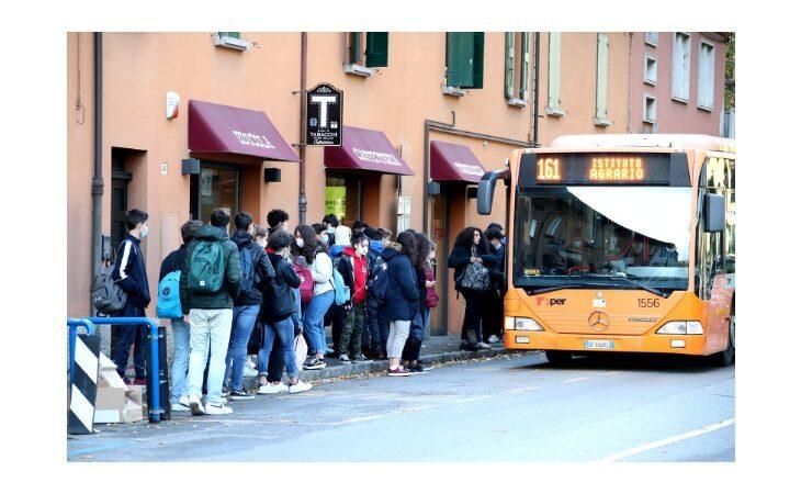 L'Emilia-Romagna è pronta a tornare in classe dal 7 gennaio, il nuovo piano regionale per trasporti e ingressi scaglionati