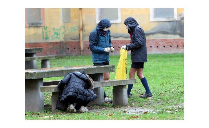 «Per un pugno di mozziconi», oggi e domani gli scout di Imola al lavoro per pulire due parchi della città