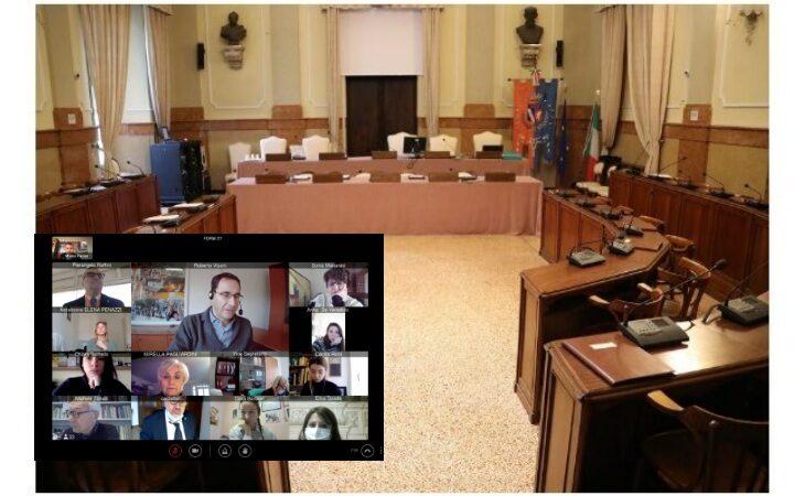 Il Consiglio comunale di Imola ha ricordato le vittime del Covid, le parole del sindaco Panieri e del presidente Visani