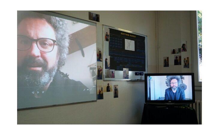Duetto «virtuale» con Simone Cristicchi per gli studenti della scuola media Malpighi Visitandine di Castello