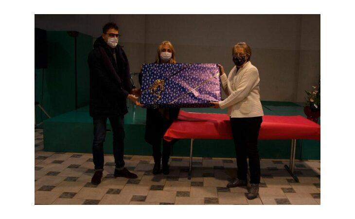 L'associazione PalinSesto dona un nuovo televisore alla biblioteca di Sesto Imolese