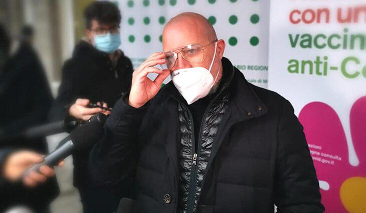"""Coronavirus, altri due morti a Imola. Bonaccini apre al passaporto vaccinale: """"Per aiutare le attività chiuse, non solo per lo sport'"""