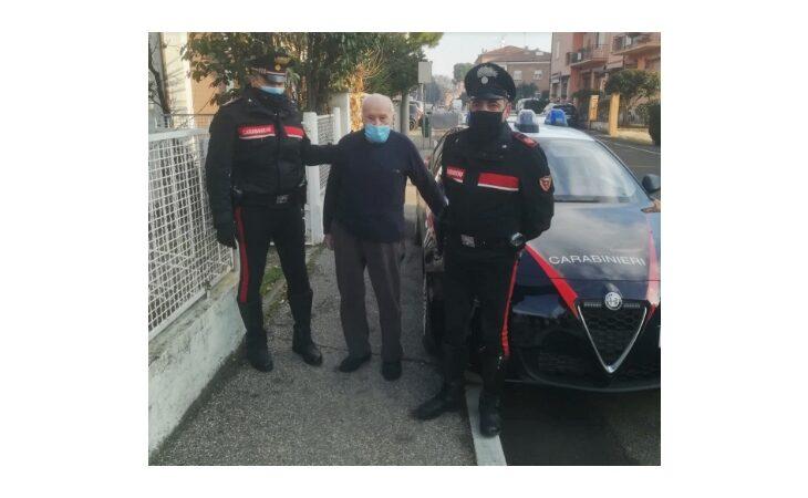 Gli rubano l'auto nel parcheggio a 101 anni, i carabinieri gliela ritrovano
