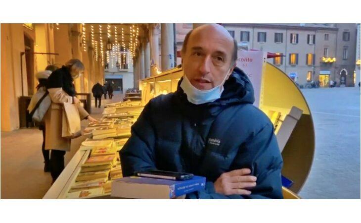 Il libraio Moreno Sindoni è andato in pensione, la video-intervista di due giovani studenti imolesi