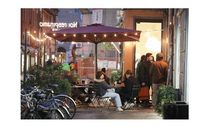 Coronavirus, la richiesta di Confartigianato Bologna: «Riaprire ristoranti e bar anche la sera»