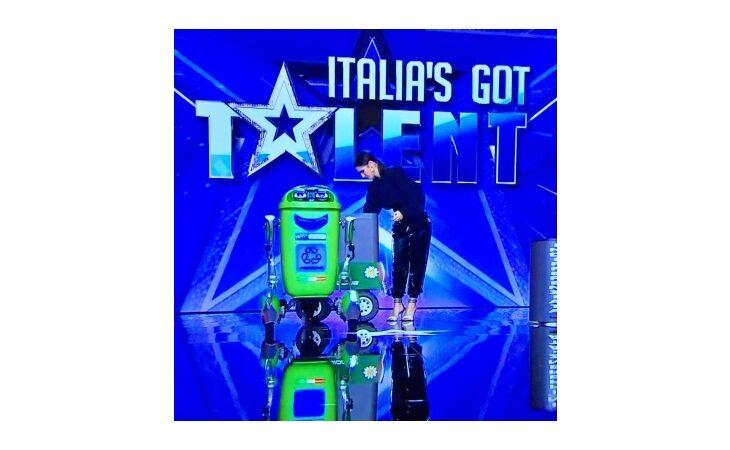 RoBidone, il robot ecologico dell'imolese Matteo Suzzi (Teotronica) ad Italia's Got Talent