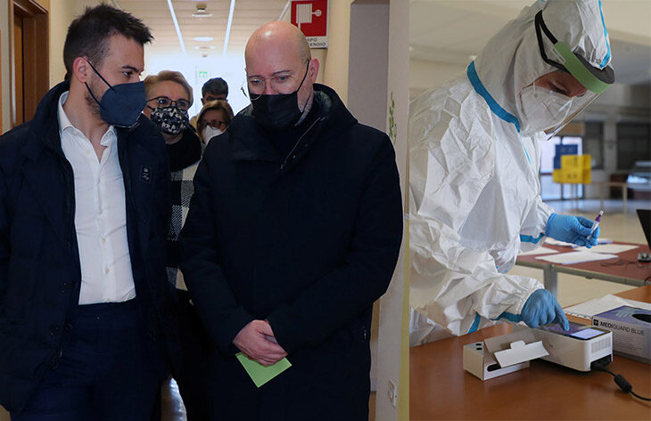 Coronavirus, 109 positivi, più ricoveri e 6 morti a Imola. Situazione preoccupa, si valutano ulteriori limitazioni. Il nodo delle forniture dei vaccini