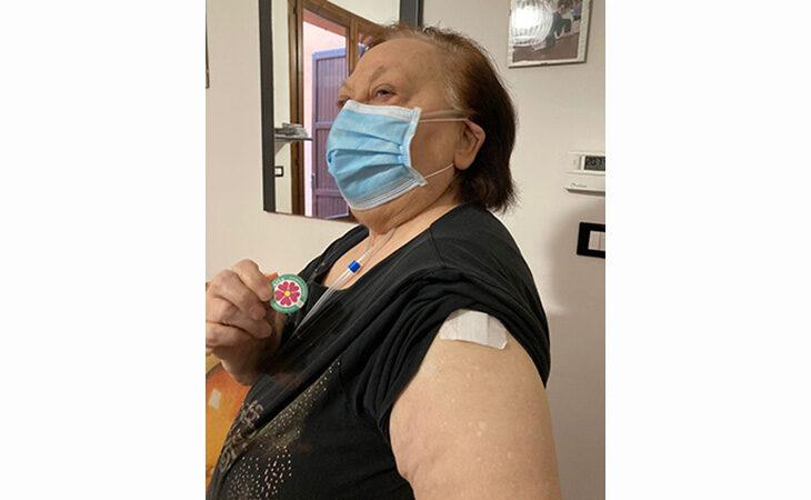 """Coronavirus, 107 positivi e più ricoveri a Imola. Vaccinazioni: prenotazioni per gli insegnanti. Bonaccini: """"Produciamo qui i vaccini"""""""