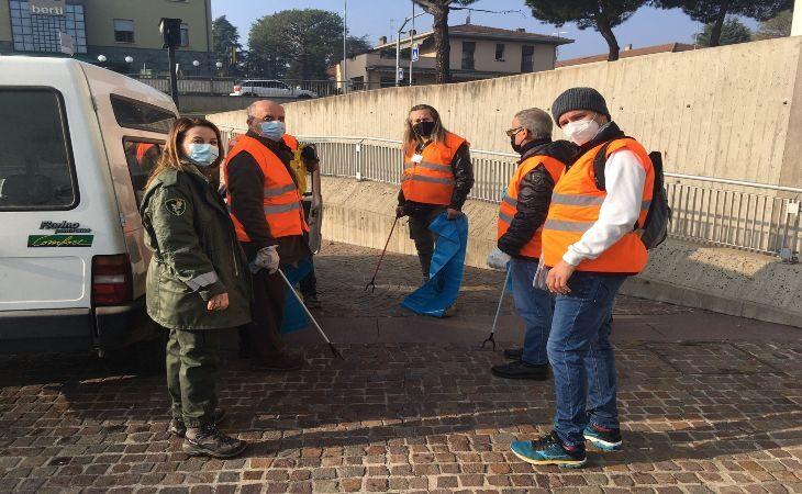 Successo per il primo appuntamento con «PuliAmo Dozza», i volontari hanno raccolto 40 chili di rifiuti a Toscanella