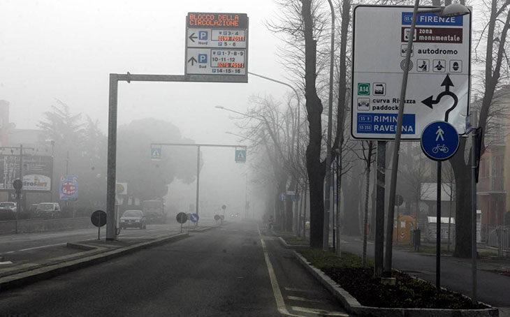 Smog, ancora alti i livelli di Pm10. Misure prorogate fino a mercoledì 24 febbraio compreso anche a Imola e Ozzano