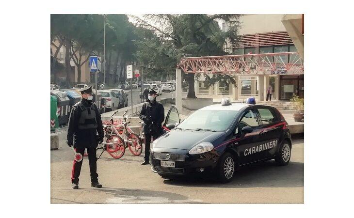 Danneggiano edifici in Pedagna e postano il video sui social, denunciato il «capo banda»